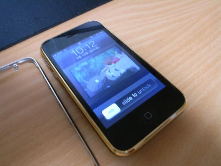 베젤과 백 커버를 바꾼 아이폰