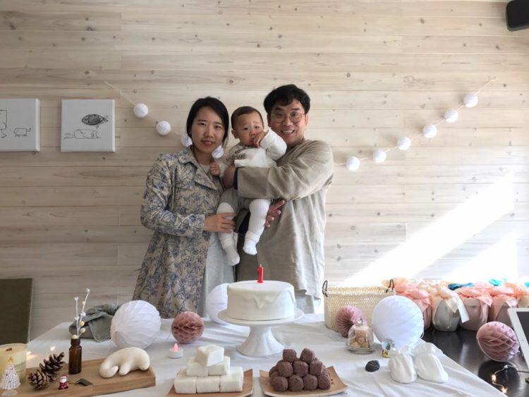 김초희, 홍정우, 홍윤표의 돌기념 가족사진